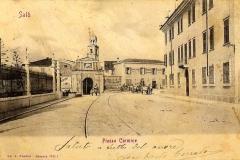 Salò. Piazza del Carmine con vista sulla Porta
